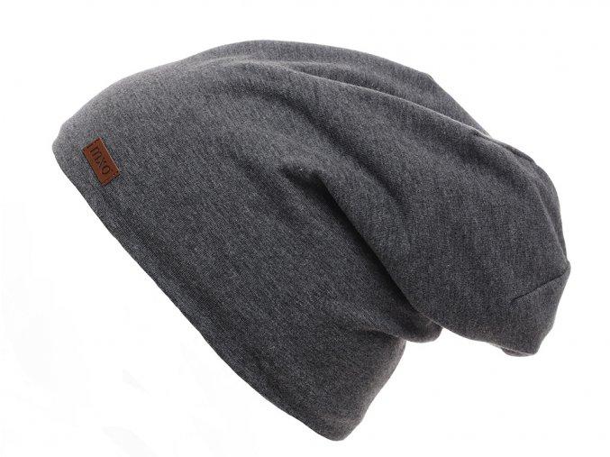 Dětská oboustranná zateplená čepice. Jedna strana z tmavě šedé antracit bavlny, druhá strana z jemného světle šedého fleecu. Lem lze ohrnout pro kontrast barev s podšívkou.