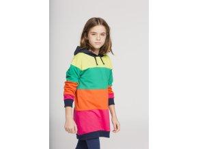 <p>Dlouhá dívčí mikina nebo šaty s kapucí v tmavě modré navy barvě a s kontrastními širokými barevnými pásy. Ideální pro celodenní nošení do školy nebo na doma, navíc pěkně rozzáří!</p>