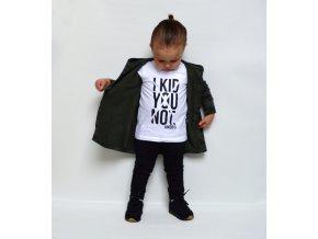 """Dětské bílé bavlněné tričko s artovým potiskem """"Kid you not"""" (to si nedělám srandu)."""