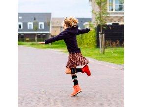 Nono dívčí kárované šaty s tmavými podkolenkami model