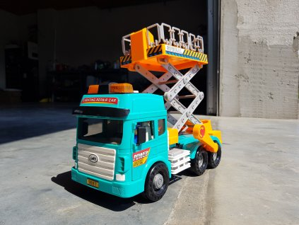 Nákladní auto s plošinou
