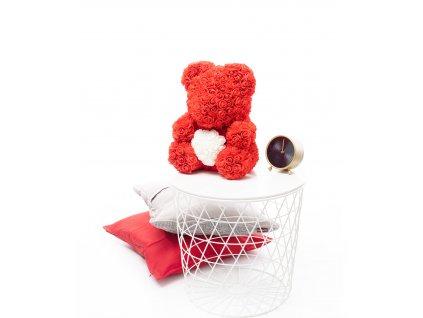 Medvídek z růží červený se srdíčkem 40 cm