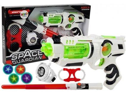 světelný meč a vesmrná pistole (1)