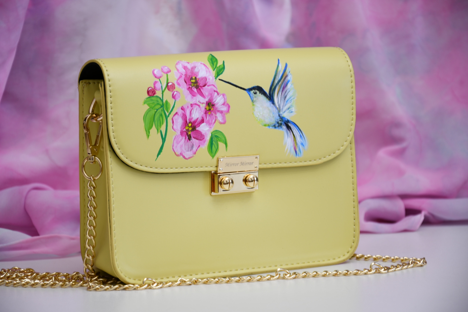zlta malovana kabelka