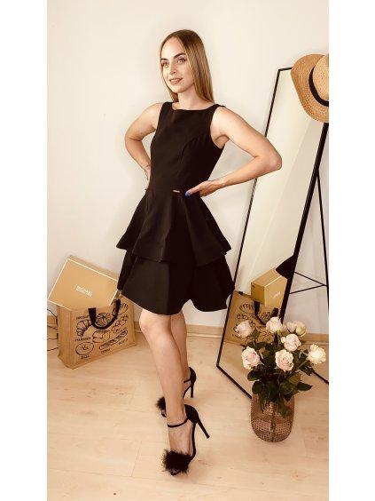 Černé šaty s širokou sukní