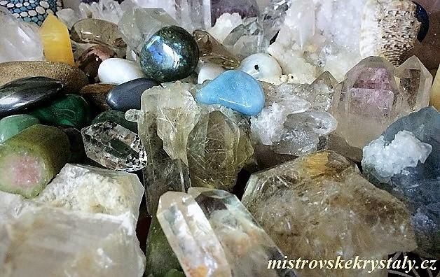 Krystaly a drahé Kameny