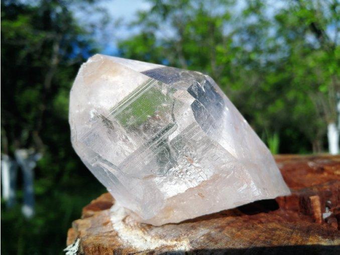 Křišťál - přírodní surový krystal křišťálu / Himaláje