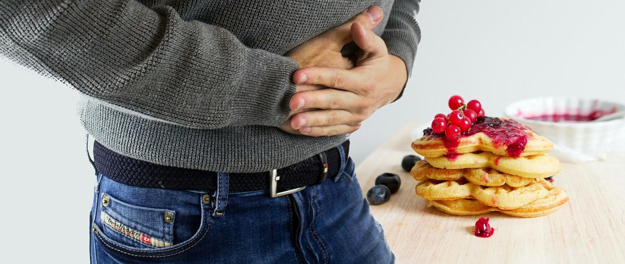 Přejídání nezdravým jídlem – emoční přejídání, bolest břicha při přejídání