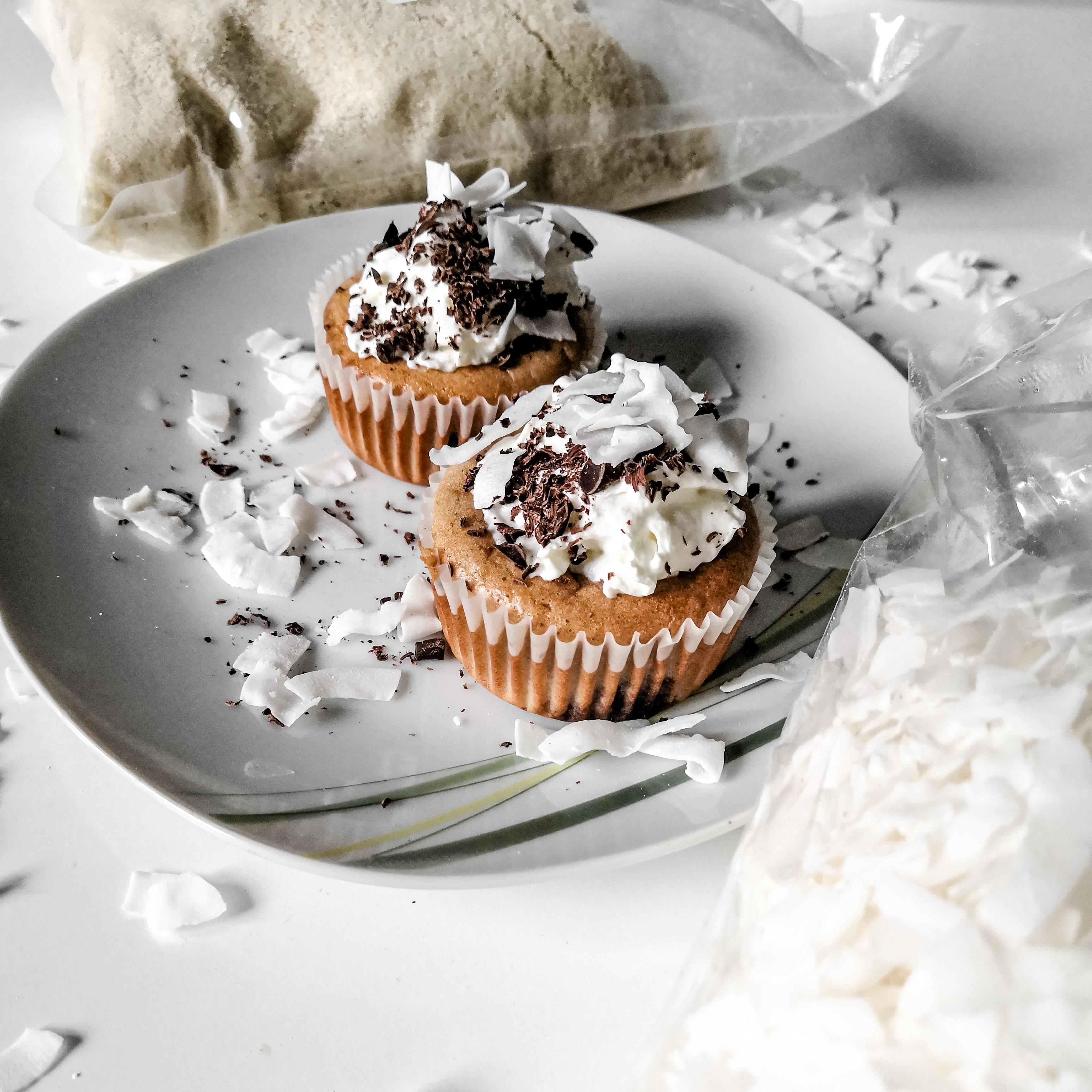 Borůvkové muffiny z mandlové mouky s kokosovými chipsy