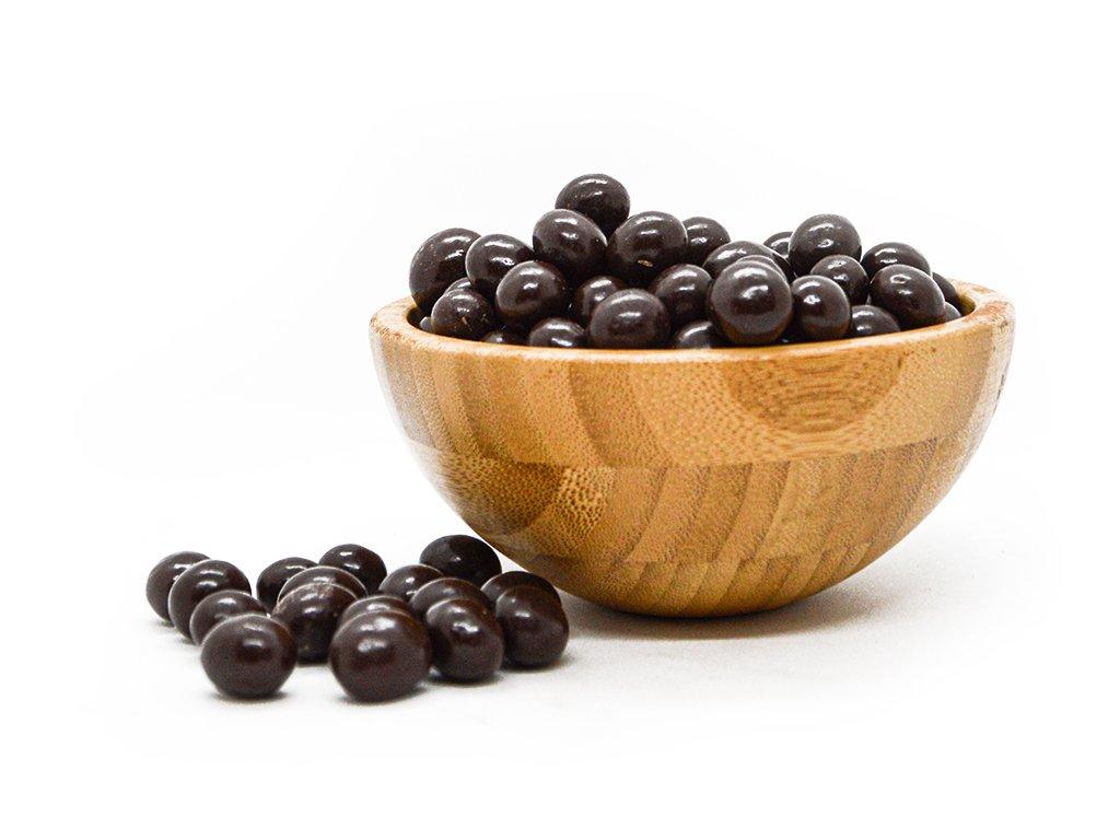 kávové zrna v hořké čokoládě