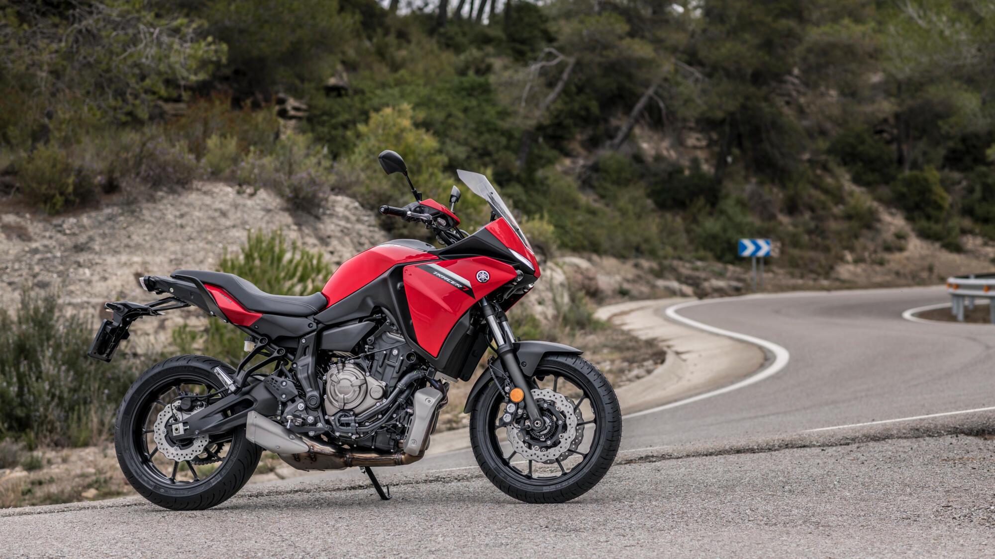 2021-Yamaha-MT07TR-EU-Redline-Static-001-03