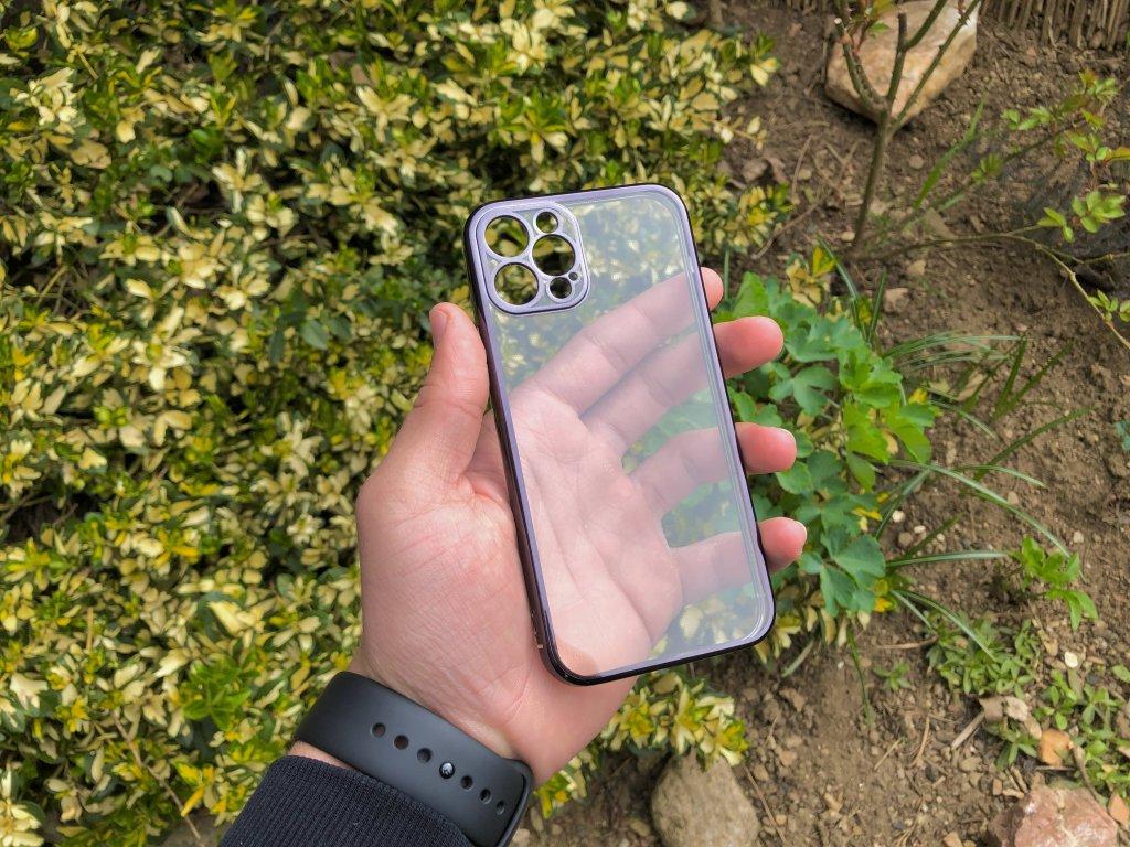 Průhledný silikonový obal s černými okraji na iPhone 12 Pro