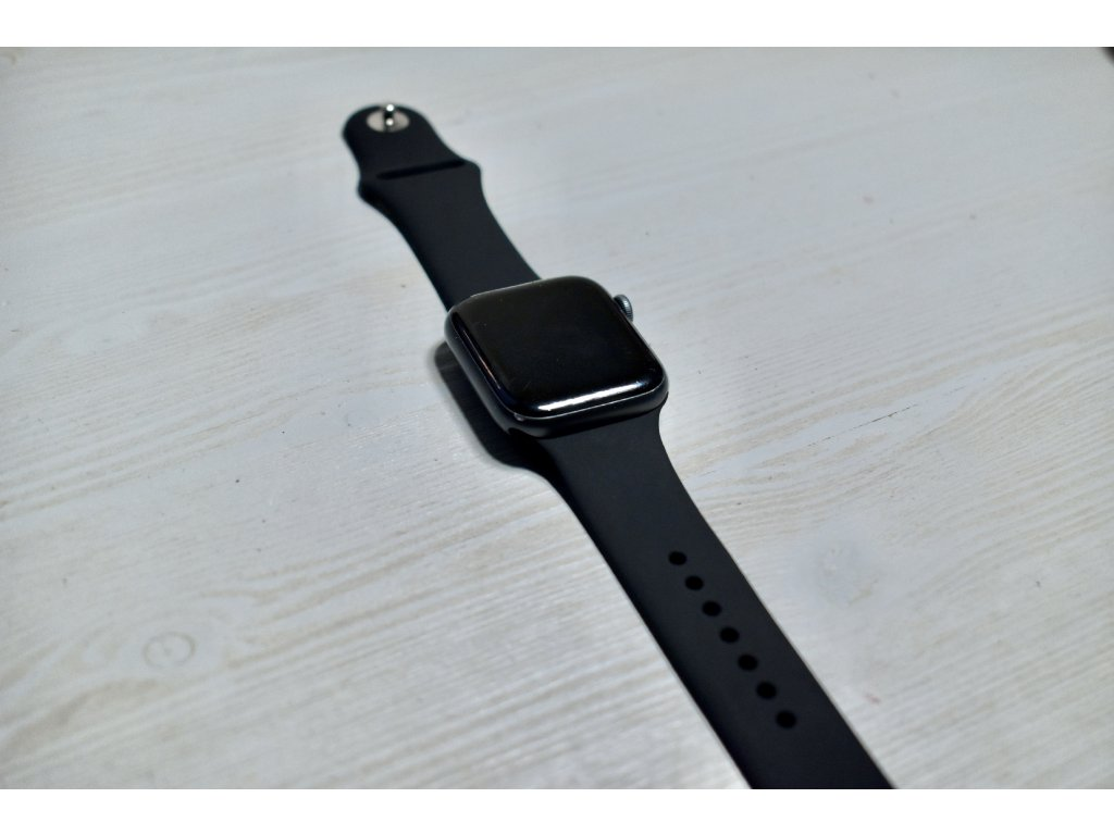 Černý silikonový řemínek pro Apple Watch 42mm a 44mm