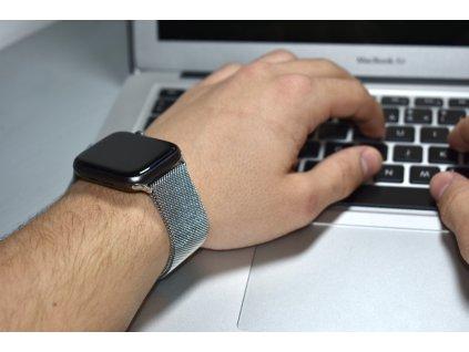 Stříbrný ocelový milánský tah pro Apple Watch