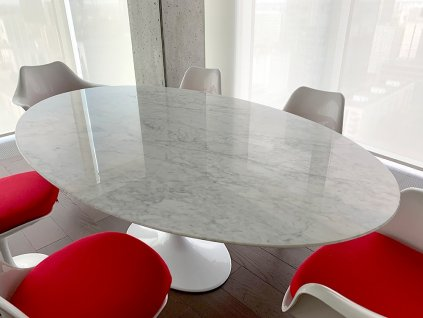 Stůl TULIP ELLIPSE MARBLE bílý - oválná mramorová deska, kov