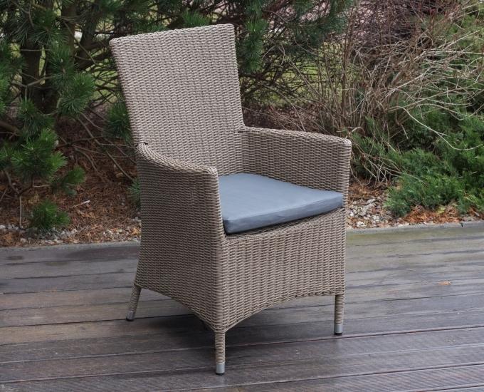 Vodovzdorný polštář na židle z umělého ratanu