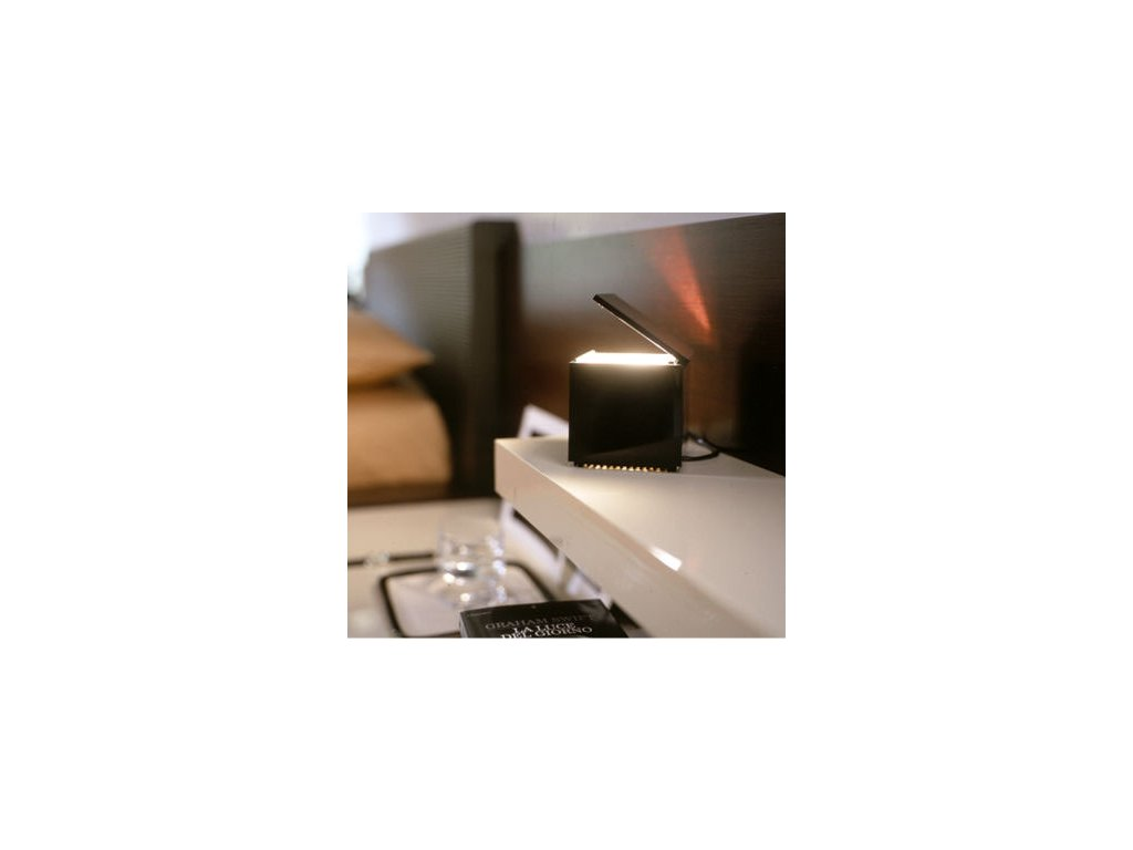Lampička Cuboluce čierna