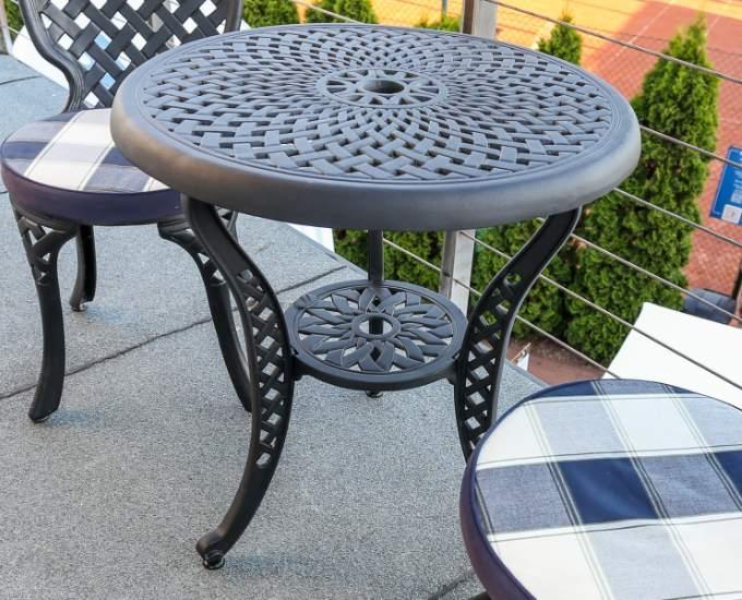 Kovový záhradný stolík Manhattan: čierny hliníkový