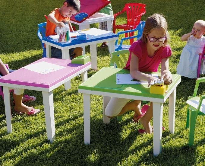 Ogrodos Záhradný stolík pre deti Aladino: červený polypropylén