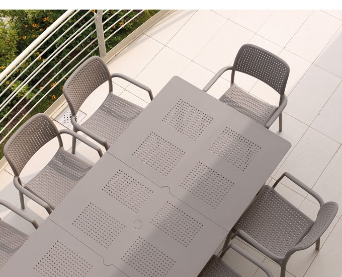 Sada rozkladací stôl Libeccio stoličky Bora: tmavošedý polypropylén