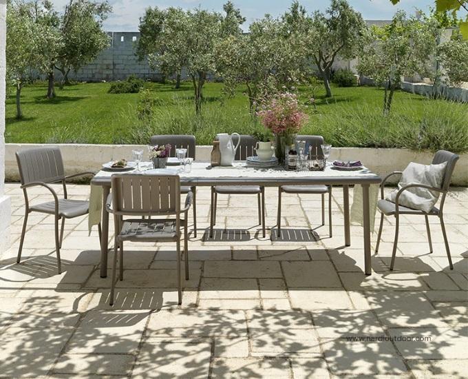 Sada rozkladací stôl Maestrale stoličky Musa: hnedý hliník