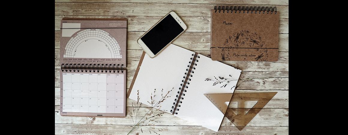 cyklický diář stolní kalendář a rodinný plánovač v jednom