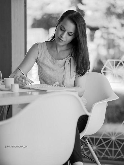Mocer a Gabi v kavárně