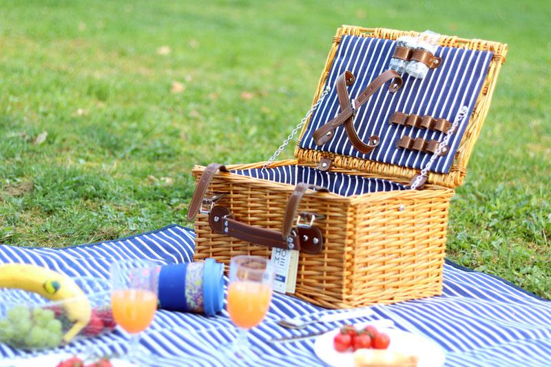 Čo si vziať na piknik? Zoznam vecí, čo vám nesmú chýbať v košíku