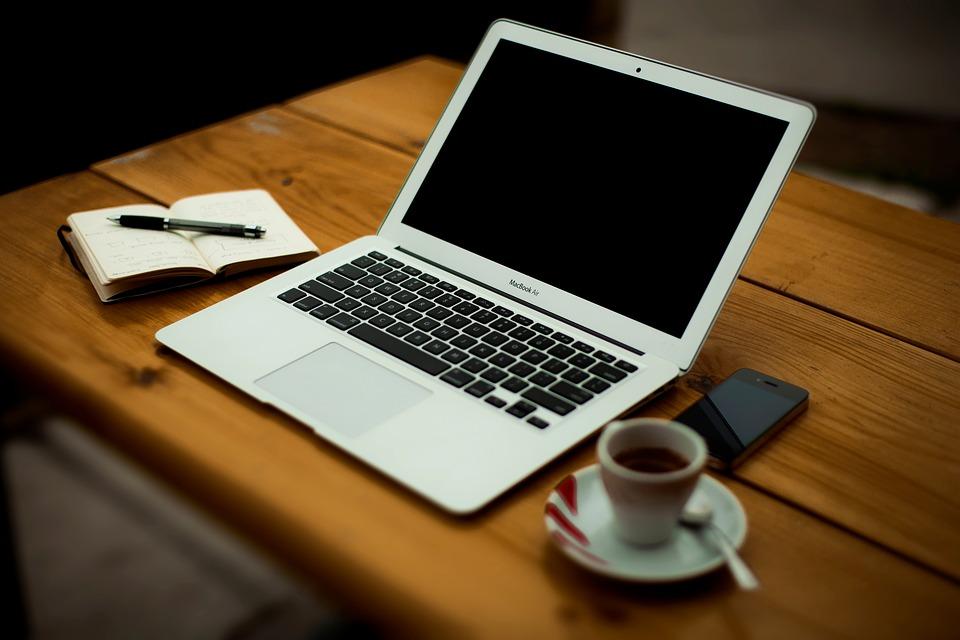 macbook-air-2631132_960_720