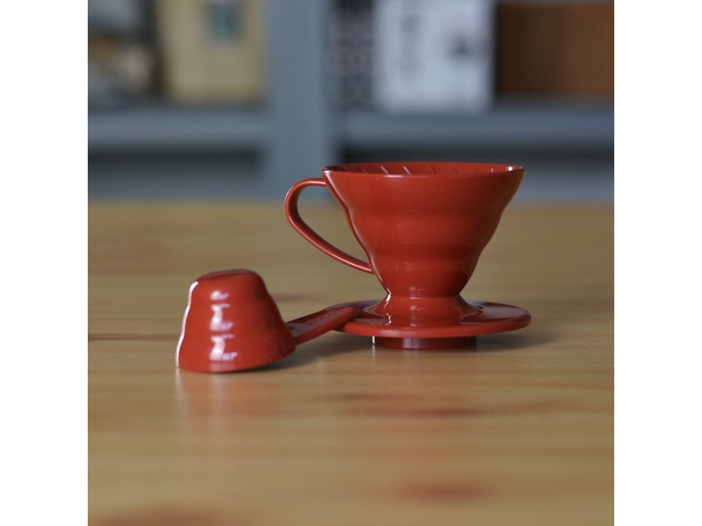 Hario plastový dripper na kávu V60-01 červený