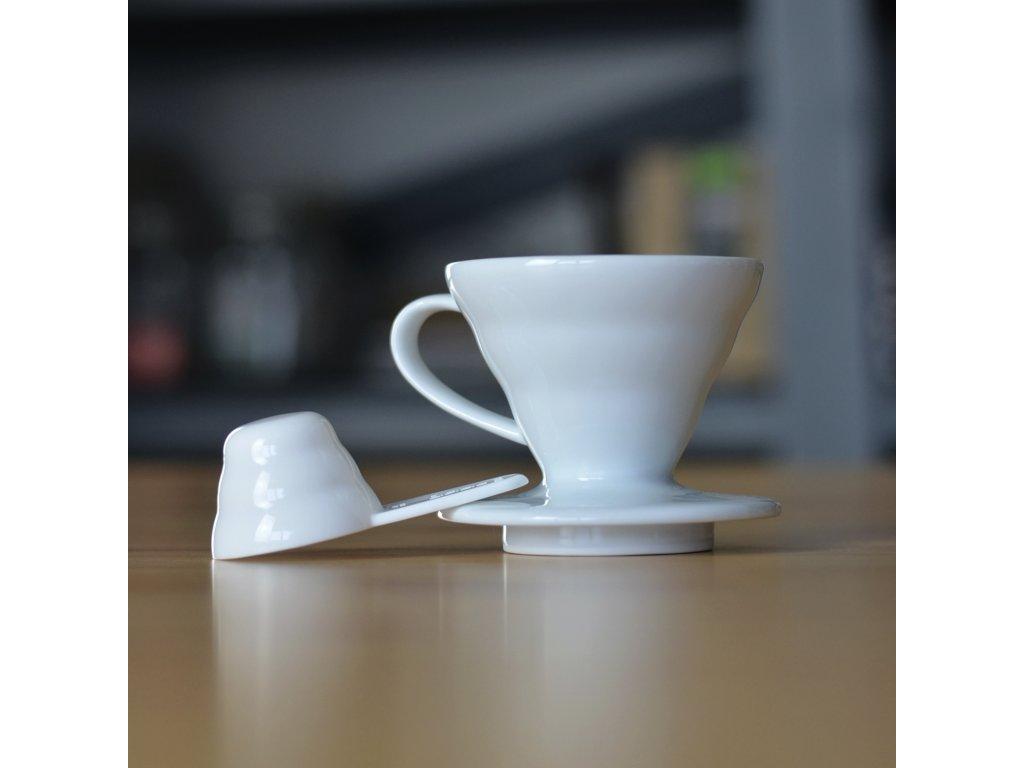 Hario keramický dripper na kávu V60-01 bílý