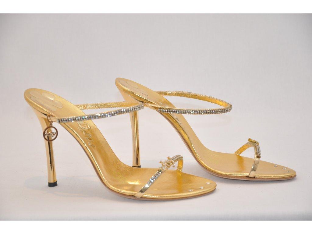 0c22f09dad67 Luxusné zlaté sandálky Luxusné zlaté sandálky ...