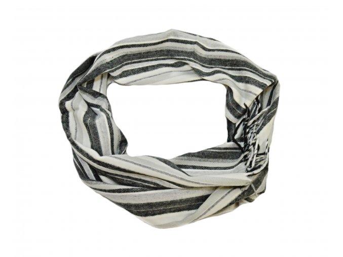 Pásikový šál v odtieňoch šedej