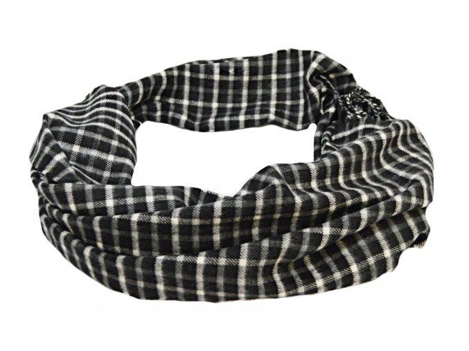 Kockovaný čierno-biely šál
