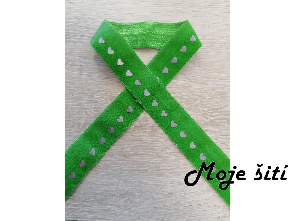 reflexni lemovaci pruzenka srdicka na travove zelene
