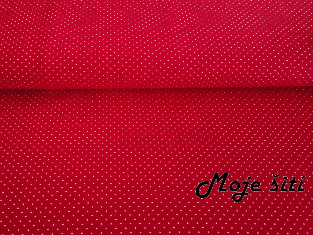 Bílé puntíky na červené