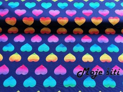 barevna srdicka na fialove
