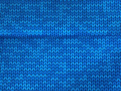Modré pletené copánky