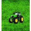 zelený traktor na trávě 50x55