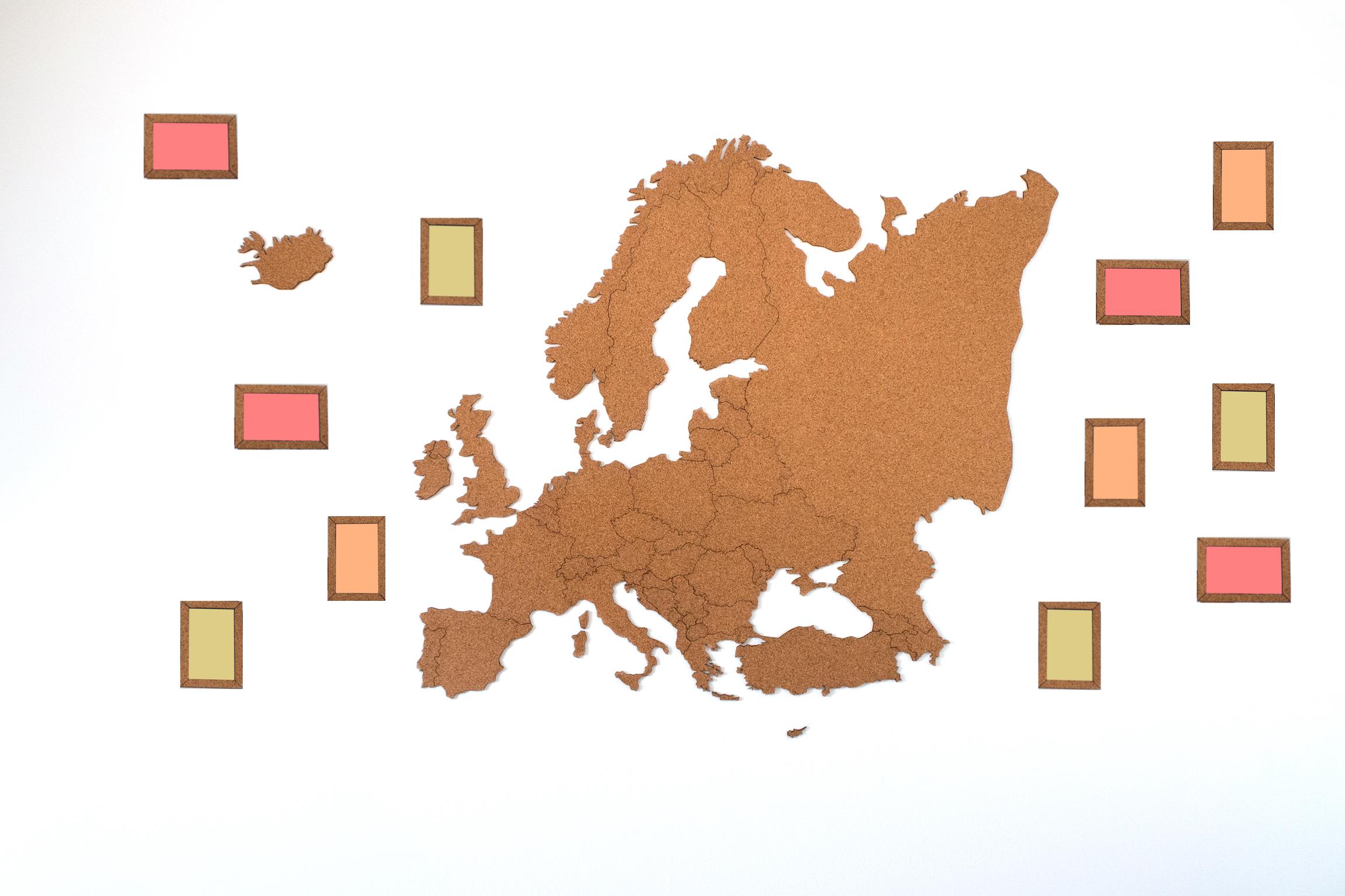 Samolepicí korková mapa Evropy Doplňky: Mapa Evropy s 30ks korkových fotorámečků