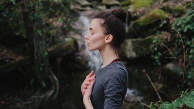 2 základní dechová cvičení pro každý den. Praktická a efektivní.