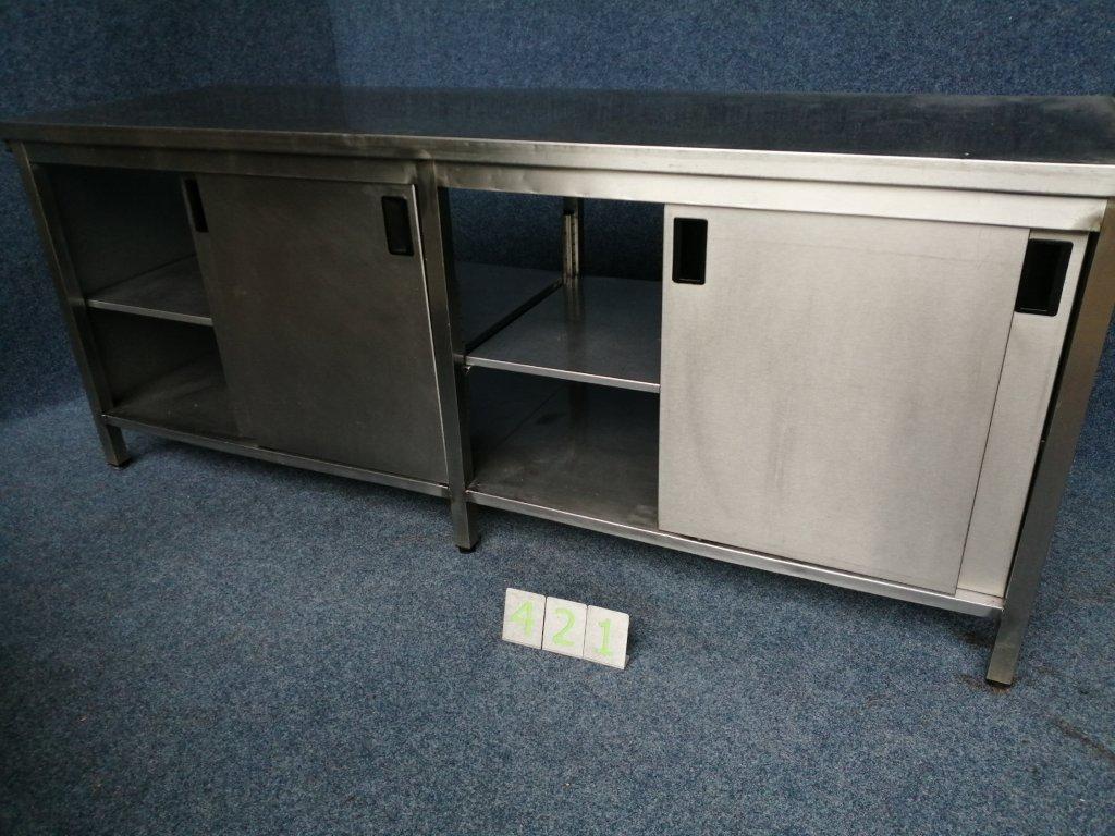 Pracovní stůl uzavřený s posuvnými dveřmi, rozměr 2200x700x900mm