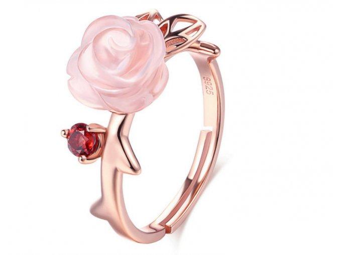 Strieborný pozlátený prsteň s ružičkou