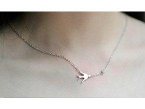 Strieborný náhrdelník s vtáčikom