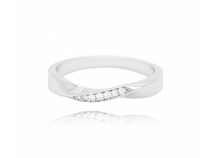 Kroucený stříbrný prsten MINET s bílými zirkony vel. 57