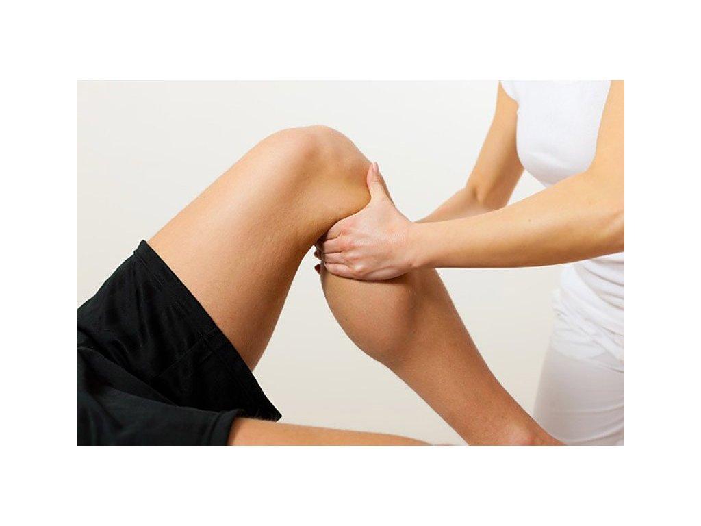 Sportovní masáž je velice podobná masáži klasické, liší se důraznějšími hmaty a větší intenzitou. Je vhodná především pro psychickou a fyzickou přípravu sportovce před sportovním výkonem, nebo naopak potom pomáhá zklidnit organismus po velké zátěži a urychlí tak regeneraci svalů.  Tato sportovní masáž urychlují vyloučení odpadních látek z organismu s únavovým účinkem (histaminové látky a kyselina mléčná), které na sval působit jako zátěž. Sportovní masáž podpoří aplikace podpůrných masážních prostředů jako například gely, oleje nebo emulze. Hřejivé prostředky mohou napomáhat k uvolnění tkání a prokrvení svalstva zahřátím. Svaly jsou pak lépe chráněny před zraněním.
