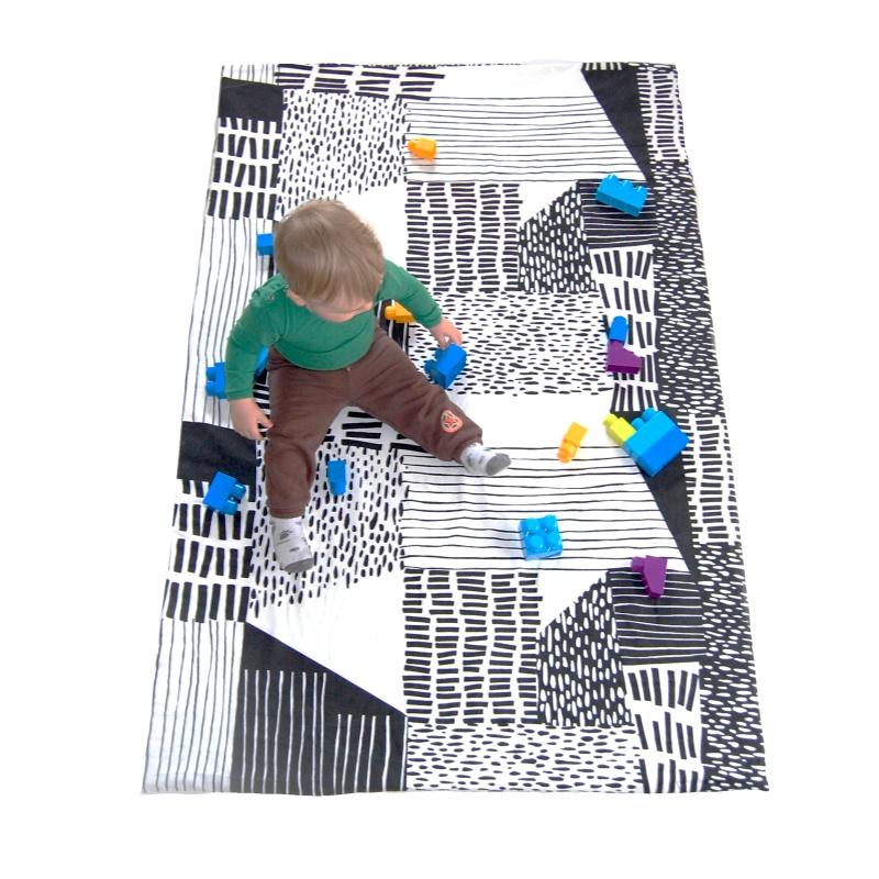 NUF-hraci-podlozka-cernobila(3)