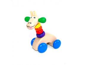 Dřevěná žirafa na kolečkách