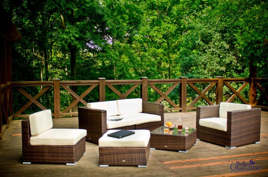 Toto rozžiari váš letný balkón alebo terasu – tipy na nábytok a doplnky