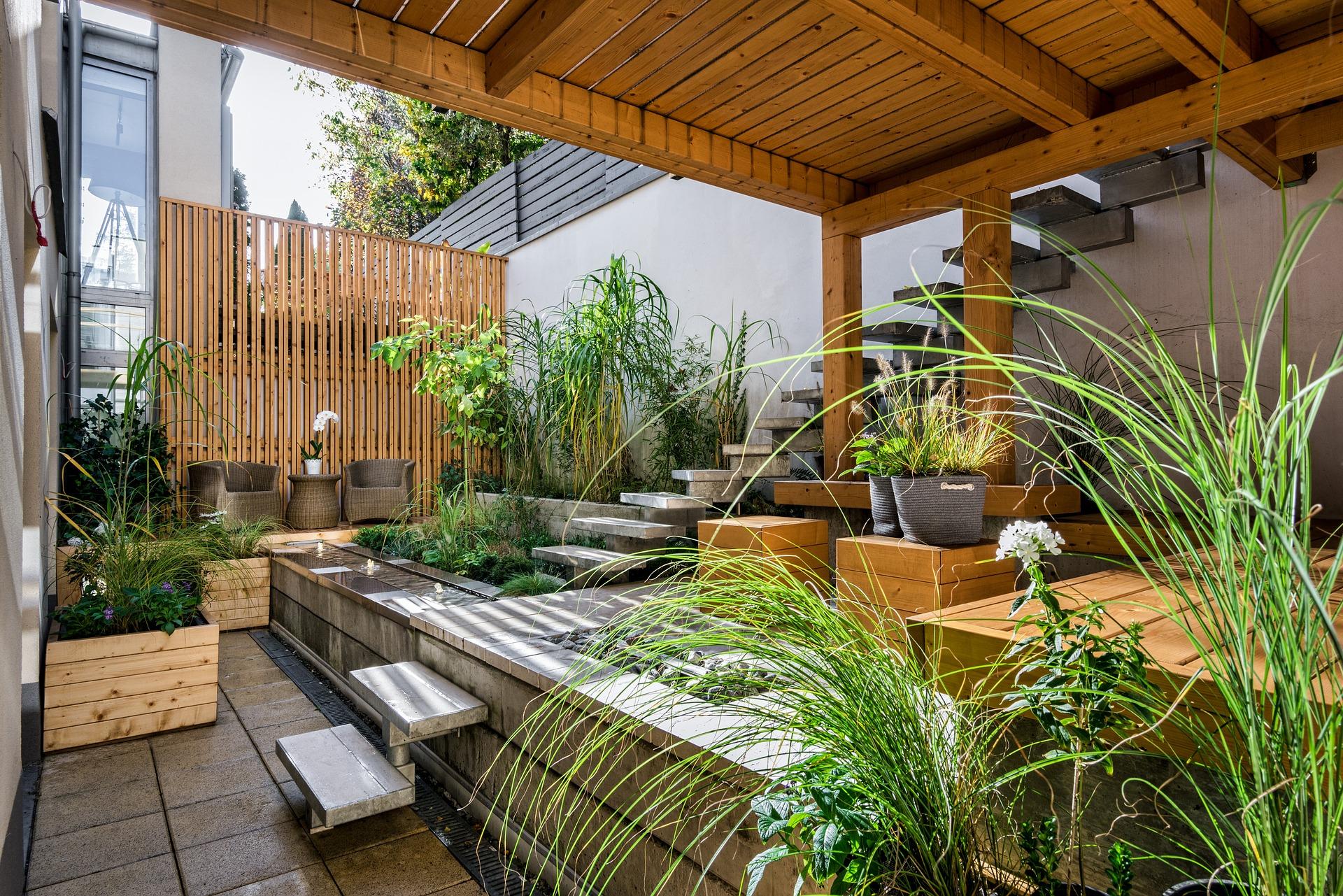 Favorit v oblasti záhradnej dekorácie – RATANOVÝ KVETINÁČ